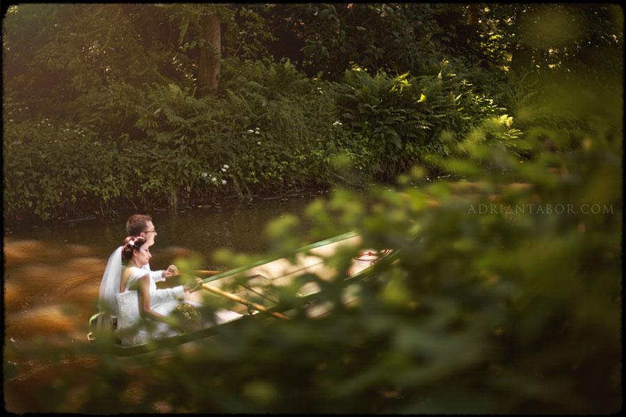 Sesja ślubna na łódce
